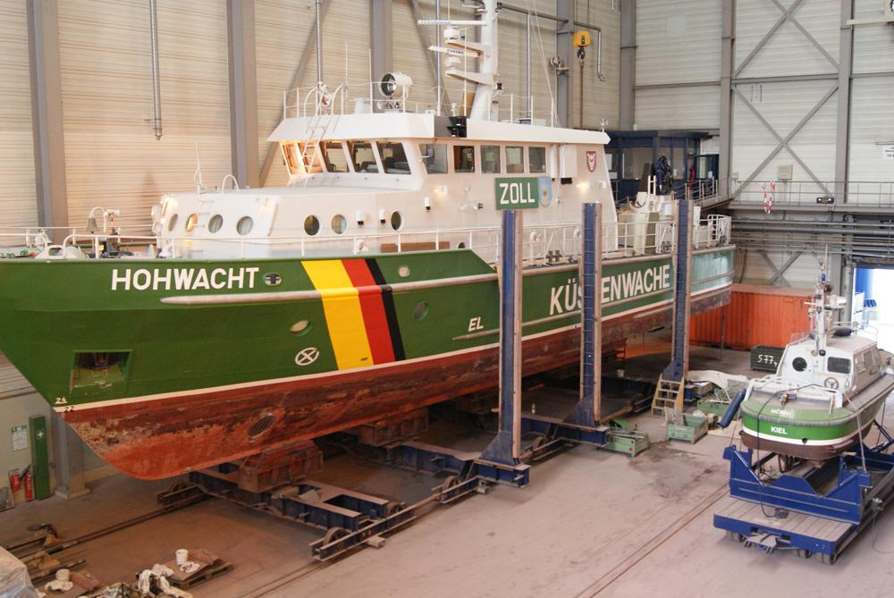 Neumotorisierung von zwei Zollbooten